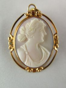 Lovely Antique Edwardian, Carved Shell Cameo, 10K White Gold Brooch/ Pendant
